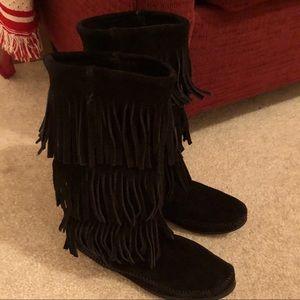 Leather Minnetonka fringe boots Sz 9. Fit 8-8.5.